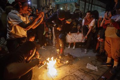 En Los Ángeles, las manifestaciones se realizaron a las puertas del Ayuntamiento.