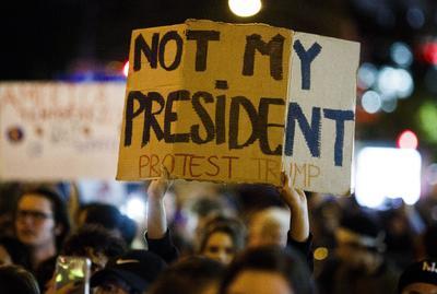 Las manifestaciones en su contra iniciaron tan pronto se dio a conocer el resultado electoral.