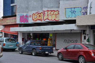Problemas como el grafiti afectan la zona.