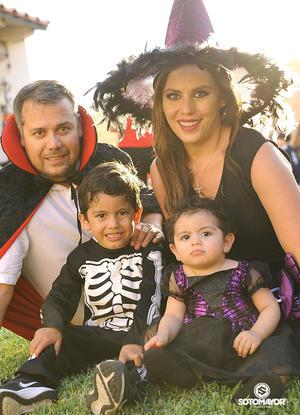 Sergio Rodríguez y Estefanía Hernández con Sergio y Estefanía