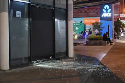 El Servicio Geológico de Estados Unidos (USGS), que monitorea la actividad sísmica en todo el mundo, cifró la magnitud del terremoto en 7.8 grados en la escala Richter, mientras el Centro Sismológico Euro-Mediterráneo habló de 7.9 y el neozelandés de 7.5.