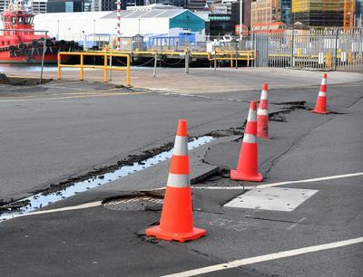Al menos nueve sismos se han registrado tras el terremoto del 7.8 grados en la escala de Richter en la Isla Sur de Nueva Zelanda, provocando varios heridos, daños en algunos inmuebles y dejó a la población sin electricidad.