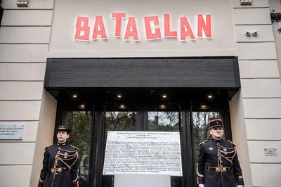 En el Bataclan fue develada una placa conmemorativa.