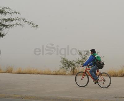 Ciclistas circularon a pesar de la poca visibilidad.