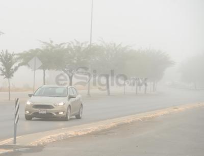 Debido a los riesgos que representa este fenómeno, la Dirección de Protección Civil de Torreón recomendó a los ciudadanos circular en sus vehículos con las luces encendidas.