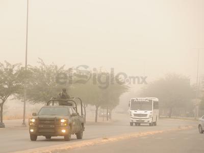Principales rúas como el Periférico, el bulevar Río Nazas y la carretera Torreón-San Pedro registraron poca visibilidad.
