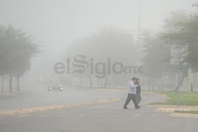 """Importantes vialidades de la Comarca Lagunera """"desaparecieron"""" con la neblina."""