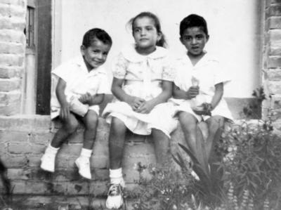 13112016 Arturo, Ana María y Alberto Salas Hernández, en 1953.