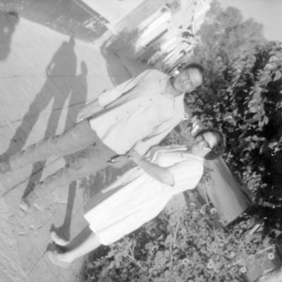 13112016 Jesús Manuel García Lesprón acompañado por su tía, Leonor García de Reyes, en la década de los 70.