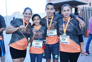 13112016 CORREDORES.  Nadia, Natalia, Jorge y Olga.