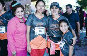13112016 PARTICIPAN EN CARRERA.  Luisa, Blanca, Sofía y Lupita.