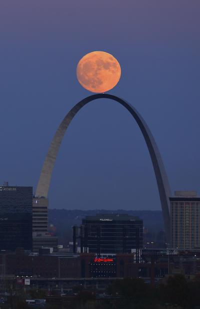 E.U. Sobre el arco de San Luis Missouri.