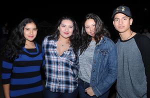 15112016 Gerardo, Alejandra y Valeria.