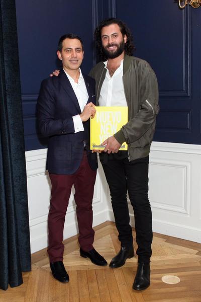 El duranguense Gabriel Rivera-Barraza y el fotógrafo peruano Hans Neumann durante la presentación del libro Nuevo New York.