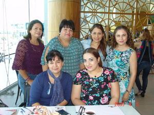 16112016 Poly acompañada de Lupita, Dalia, Brenda, Hypatia y Blanquita.