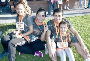 16112016 CORREDORES.  Lorena, Eunice, Gustavo y Heidi.