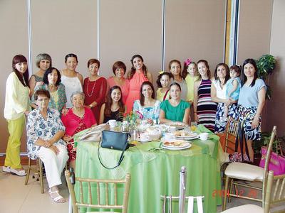 17112016 Mayela Barajas con sus amigas.