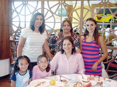 17112016 Karime, Regina, Abigaíl, Dulce, Gabriela y Claudia.