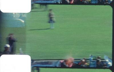 También está Frame 313, el fotograma de la película amateur filmada en 8 mm por Abraham Zapruder y que captura el asesinato de John F. Kennedy. El famoso fotograma muestra el impacto de la bala en la cabeza del presidente.