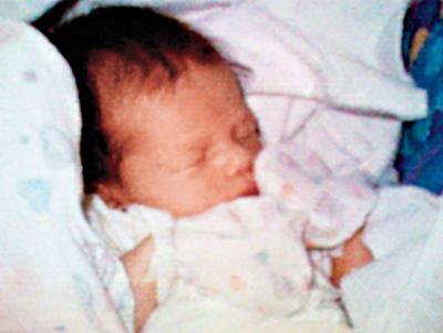 Se incluye la diminuta foto tomada por el ingeniero de software Philippe Kahn de su bebé, tras conectar una cámara digital a un celular en 1997.