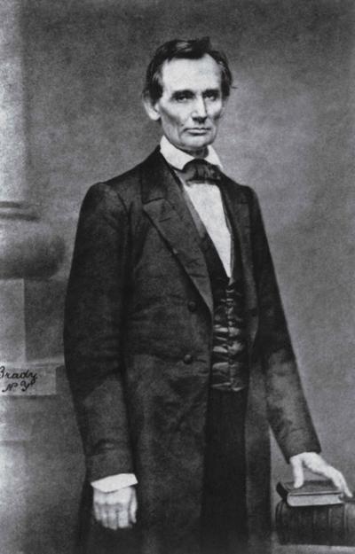 En el libro se incluye la foto de Abraham Lincoln tomada por Matthew Brady.