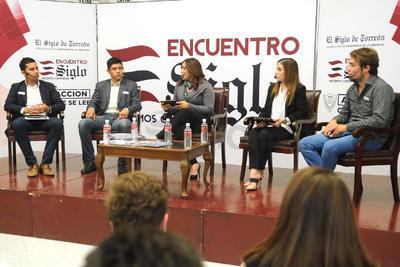 César Humberto de la Garza Adriano, Jorge Enrique Espejel Lomas, Angelina García y Anuar Hernández fueron los panelistas de esta segunda edición.
