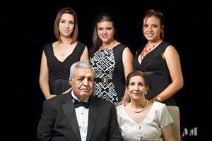 20112016 Carlos y Concepción acompañados por sus hijas.