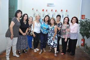 20112016 Las festejadas disfrutaron de la grata compañía de sus amistades.