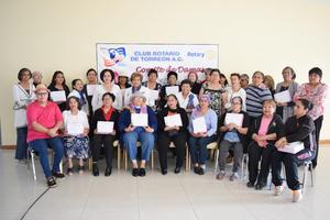 20112016 Sobrevivientes de cáncer de mama reciben prótesis