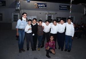 20112016 Carlos, Kevin, Alma, May, Oniel, Luis, Mauro, Alan y Miss Mayra.