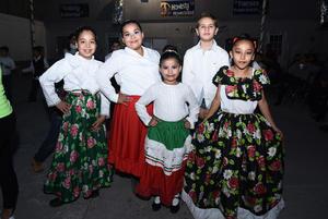 20112016 Camila, Angélica, Lenika, Jorge y María José.
