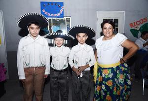 20112016 Alberto, Juan Pablo, David y Miss Patricia.