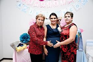 20112016 Jaqueline y las organizadoras del baby shower.