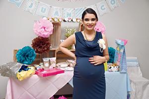 20112016 Jaqueline esperando a sus bebés.