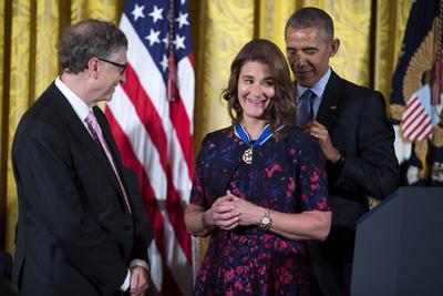 Melinda Gates, esposa de Bill Gates, también recibió la medalla.
