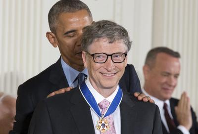 Bill Gates recibió la Medalla de la libertad.