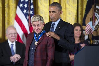 La comediante Ellen DeGeneres se vio conmovida al recibir el reconocimiento.