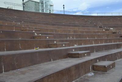 En ocasiones van trabajadores de las distintas constructoras que participaron, pero no ha habido agilidad en la renovación de los espacios.