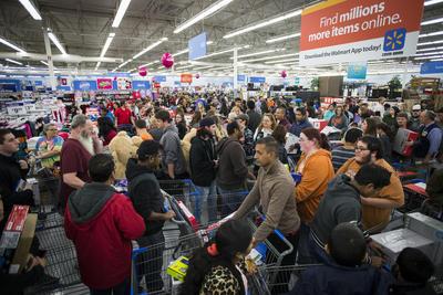 Muchas personas aprovecharon el Black Friday para realizar las compras navideñas.