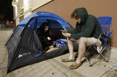 """Algunos incluso acamparon por varios días para """"cazar"""" las buenas ofertas."""