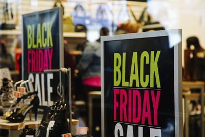 Las tiendas en EU estuvieron listas desde tempranas con las ofertas del Black Friday.