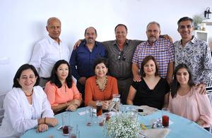 Tomás, Jorge, Óscar, Juan, Brenda, Lupita, Cecy, Cynthia y Cony