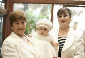 Con sus abuelitas, Alma Rosa Medrano y Martha Morales