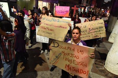 La marcha se realizó al unísono con 37 entidades del país que están en contra de la violencia contra las mujeres y los feminicidios.