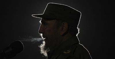Fidel Castro vio en sus últimos días cómo su enemigo y su propio país, bajo el mandato de su hermano Raúl, daban un giro diplomático histórico con el anuncio, el 17 de diciembre de 2015, para restablecer relaciones diplomáticas después de más de medio siglo de enfrentamiento.