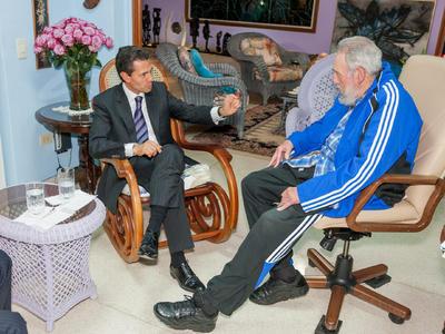 """El presidente de México, Enrique Peña Nieto, lamentó la muerte a los 90 años de edad del líder cubano Fidel Castro, a quien calificó de """"referente emblemático del siglo XX"""" y de """"gran amigo de México""""."""