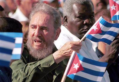 """La dimensión política de Fidel Castro no se entiende sin su principal enemigo y obsesión: Estados Unidos, el """"imperio"""" que, según La Habana, intentó deshacerse de él hasta 600 veces con los métodos más dispares."""