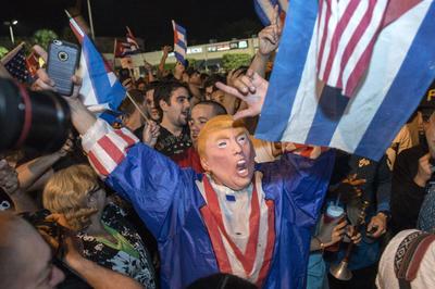 Un disfraz del presidente electo, Donald Trump, recordó que muchos de los exiliados confiaron en el magnate por sus ideas sobre Cuba.