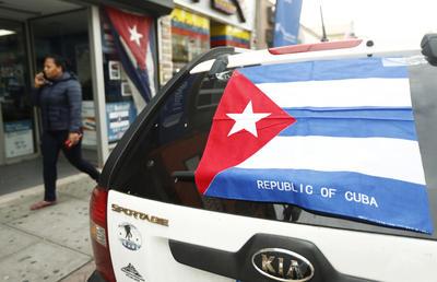 Banderas cubanas en calles de Estados Unidos.