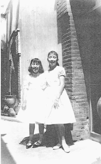27112016 Beatriz Leticia Hernández Luna y Martha Ubelina Balderas Luna en 1961.